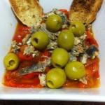 Ensalada de pimientos asados con sardinas en escabeche